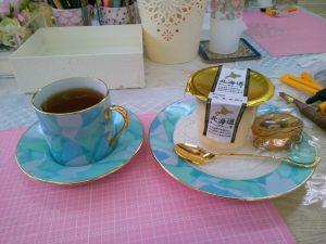 先生の作品でお茶をいただきました。