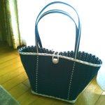 ブルーとホワイトのバッグ