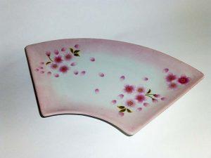 桜模様の扇型のお皿